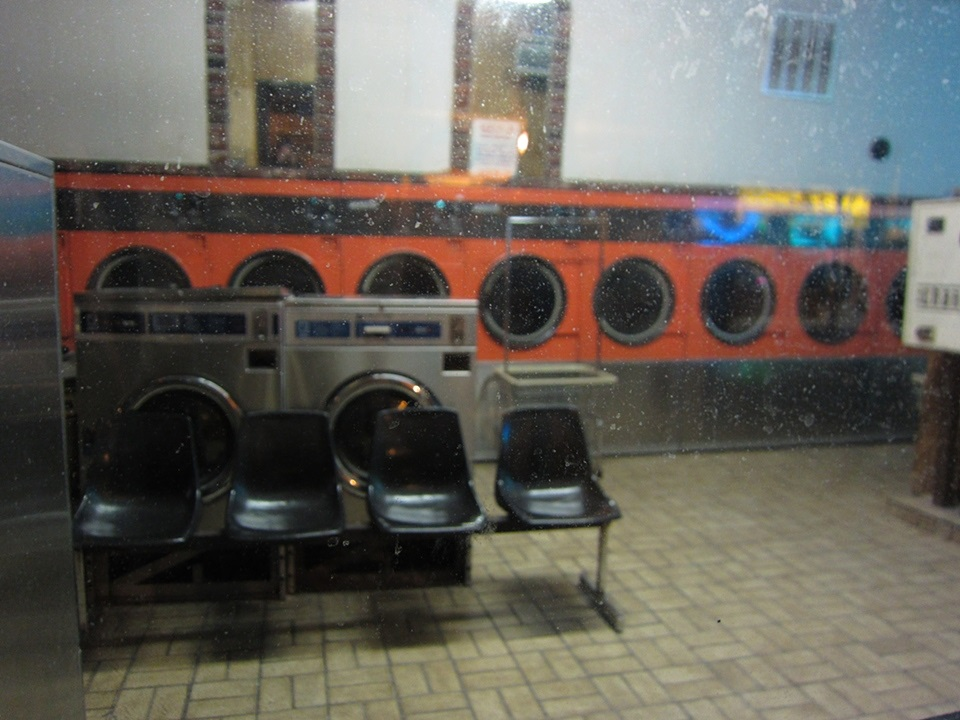 Chicago_laundromat_Pilsen_Chicago2011